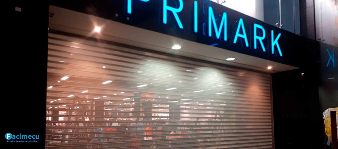 Fabricado e instalado, para Primark, puerta enrollable en lama FC1P 100