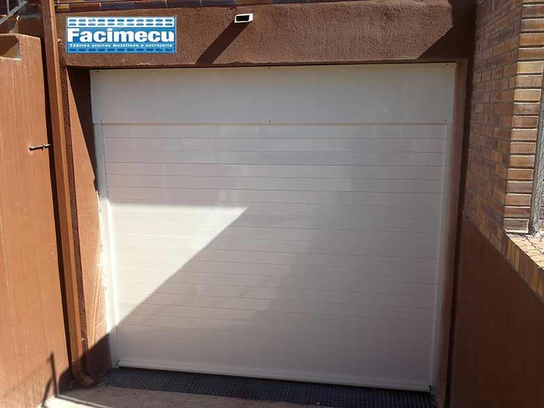 Puerta enrollable modelo FC1P- 100 lacado