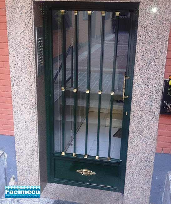 Puerta portal sencilla