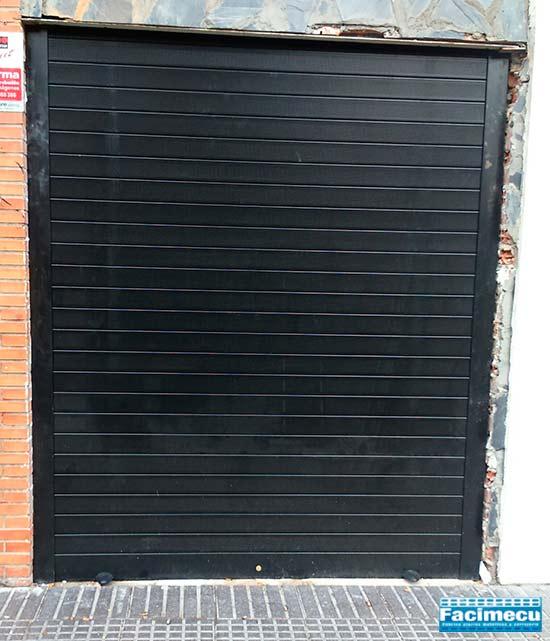 Puerta enrollable en aluminio extrusionado lama FC1P 100