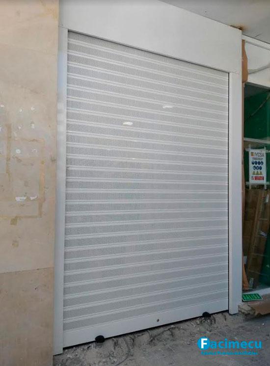 Puerta enrollable aluminio extrusiónado lama FC1P 100