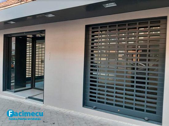 Puerta enrollable aluminio extrusiónado lama FC1p-100 troquelada