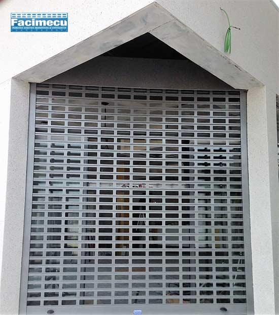 Puerta enrollable de aluminio lama Facimecu FC1p-100 troquelado