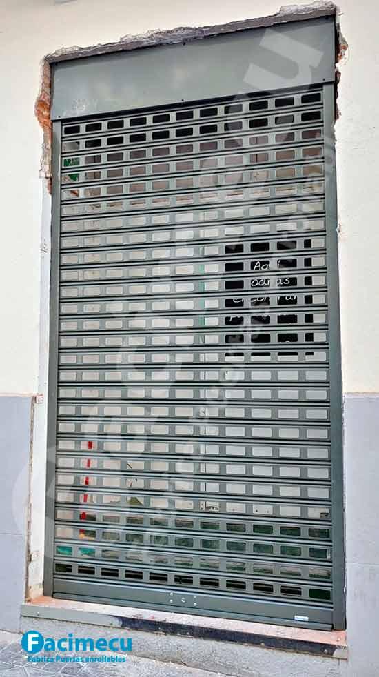 Puerta enrollable troquelada lama FC115 acero galvanizado