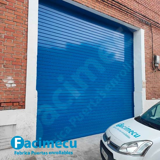 Puerta enrollable para nave industrial