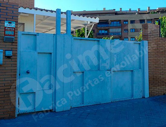Puerta peatonal y puerta enrollable de aluminio, antes
